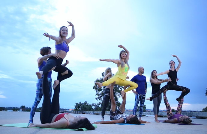 Thumb acro yoga.00 00 37 06.quadro001